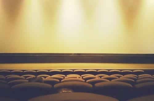 ガラガラの映画館